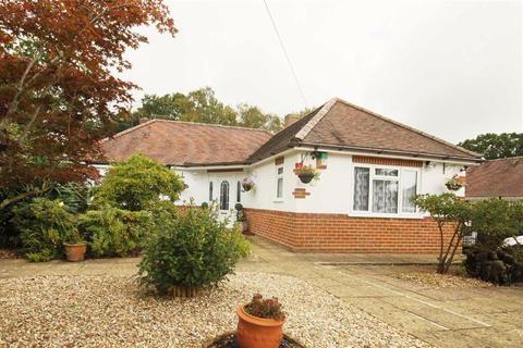 2 bedroom detached bungalow for sale - Oak Close, West Parley