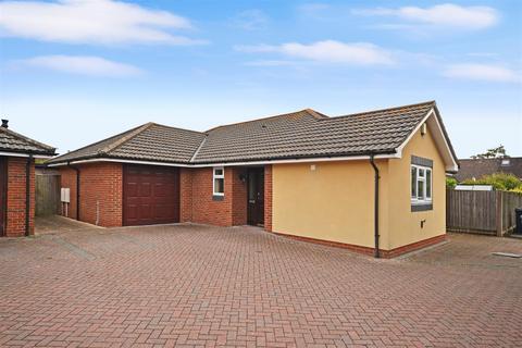 3 bedroom detached bungalow for sale - Pollys Close, Crossways, Dorchester