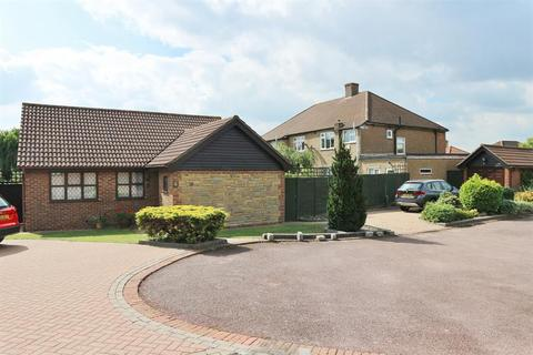 3 bedroom detached bungalow for sale - Cobham Place , Bexleyheath , Kent , DA6 8HZ