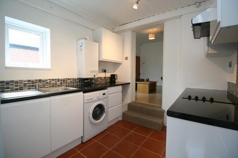 3 bedroom flat to rent - Rothbury Terrace, Heaton, Newcastle Upon Tyne, NE6 5DD
