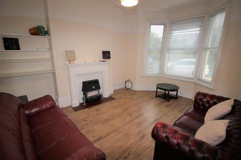 4 bedroom end of terrace house to rent - Oxnam Cresent, Spital Tongues, Newcastle, NE2 4LX
