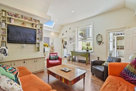 2 bedroom mews to rent - Harley Place, Marylebone Village, London, W1