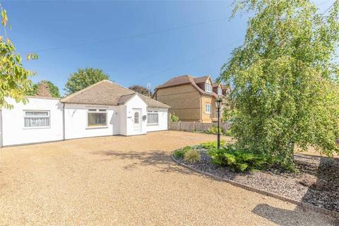 4 bedroom detached house for sale - Fairfield Approach, Wraysbury, Berkshire