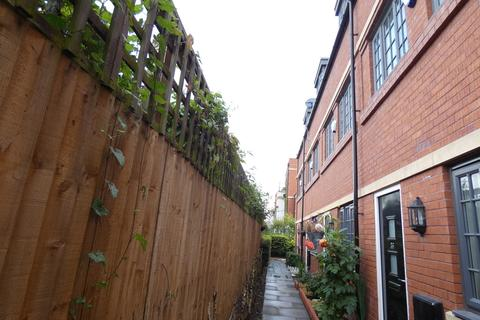 3 bedroom townhouse to rent - Wolsey Island Way, Leicester