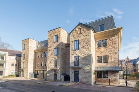 2 bedroom flat for sale - Clarence Drive, Harrogate, North Yorkshire, HG1