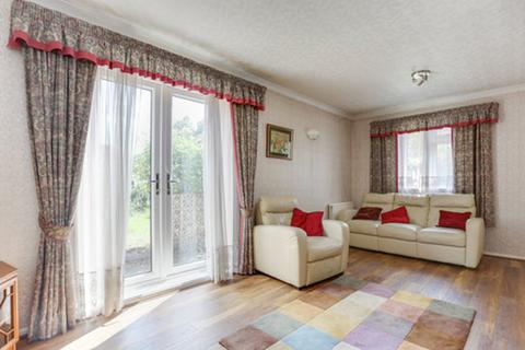 3 bedroom semi-detached house for sale - Crowther Avenue, Brentford