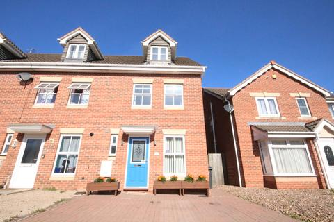 3 bedroom townhouse for sale - Ullswater Road, Melton Mowbray