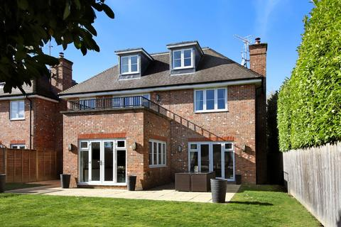 6 bedroom detached house to rent - Lord Reith Place, Beaconsfield, Buckinghamshire, HP9