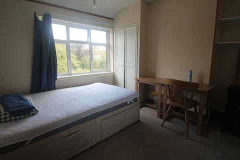 1 bedroom property to rent - Chiltern View Road, Uxbridge, UB8