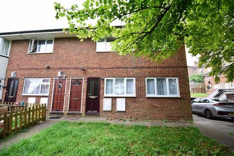 2 bedroom maisonette for sale - Brecon Close, Luton