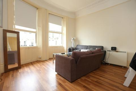 Studio to rent - Brunswick Place, Hove