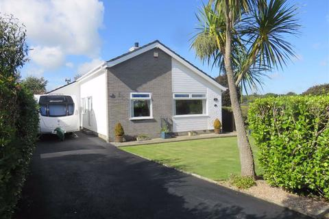 2 bedroom detached bungalow for sale - Upper Breeze Hill, Benllech, Isle Of Anglesey