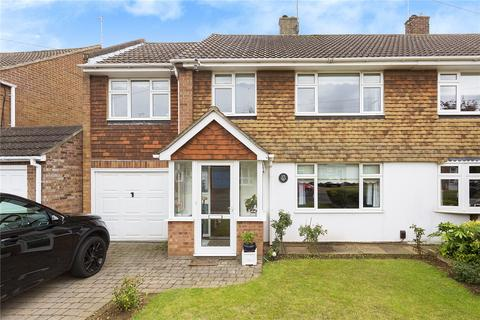 4 bedroom semi-detached house for sale - Ravensbourne Drive, Chelmsford, Essex, CM1