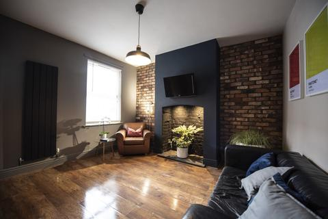 4 bedroom house to rent - WEST ST,