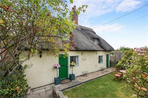 2 bedroom cottage for sale - The Green, Quainton, Buckinghamshire. HP22 4AR