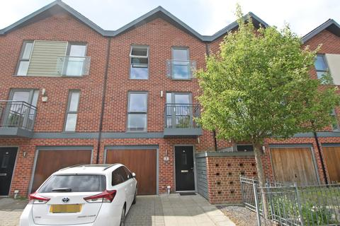 3 bedroom townhouse for sale - Vosper Road, Southampton, Hampshire, SO19 9SS