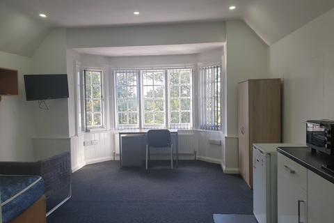 Studio to rent - 28 Vicotria Park Road