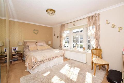 2 bedroom mobile home for sale - Howards Way, Hayes Country Park Battlesbri, Wickford, Essex