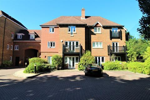 2 bedroom flat to rent - Copthorne Common Road, Copthorne, Crawley, West Sussex. RH10 3SL