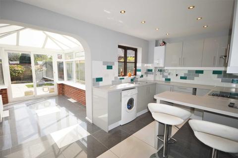 3 bedroom semi-detached house for sale - Nutwood Close, Taverham