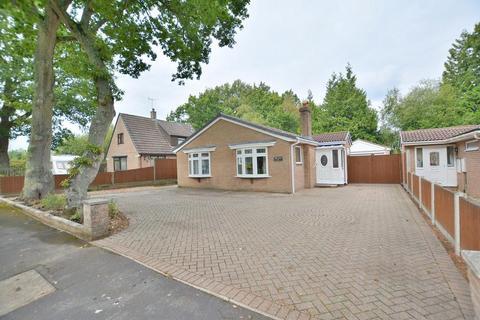 3 bedroom detached bungalow for sale - St Georges Drive, Ferndown, Dorset, BH22 9EF