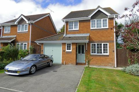 3 bedroom detached house for sale - Bridle Close, Upton