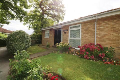 2 bedroom semi-detached bungalow for sale - Bowenswood, Linton Glade, Croydon, CR0 9LQ