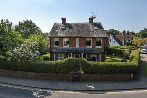 5 bedroom detached house for sale - Hale Road, Farnham