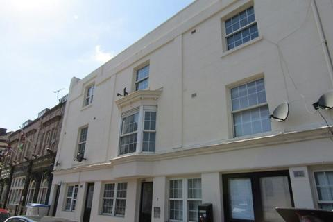 Studio to rent - Terminus Terrace, Southampton