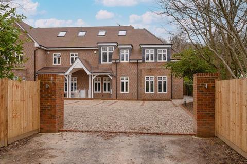 5 bedroom terraced house for sale - Leatherhead Road, Oxshott