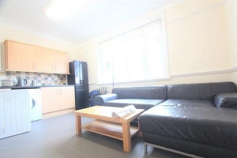5 bedroom maisonette to rent - Cat Hill, East Barnet, EN4
