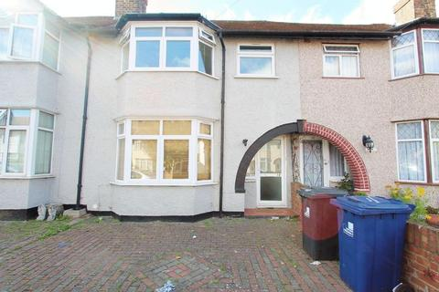 4 bedroom terraced house to rent - Verulam Road, Greenford
