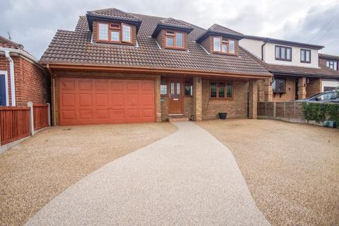 4 bedroom detached house for sale - Highlands Road, Basildon