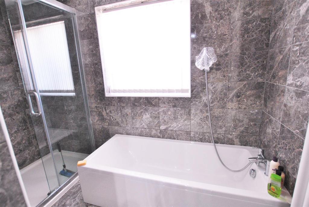 11 Beach Green GF Bathroom 2.jpg
