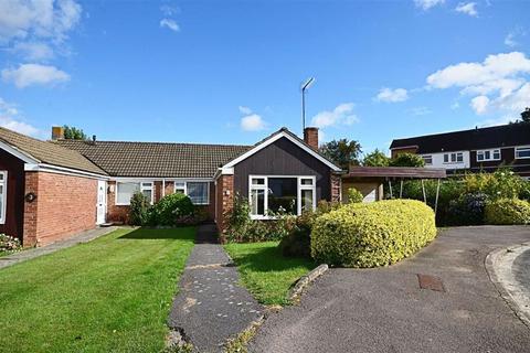 3 bedroom bungalow for sale - Kent Close, Churchdown