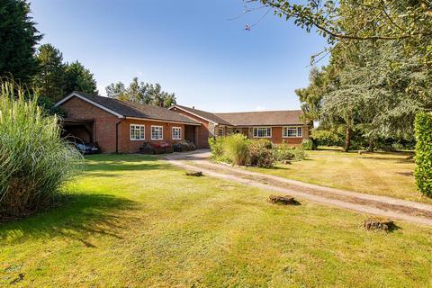 6 bedroom detached bungalow for sale - Chalky Road, Stockbury, Sittingbourne