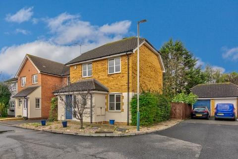 3 bedroom detached house for sale - Burleigh Close, Romford, RM7