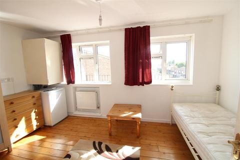 2 bedroom flat to rent - Kennedy Avenue, Enfield