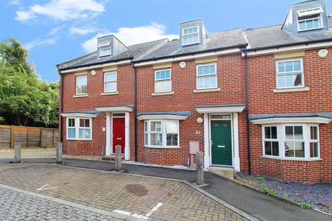 3 bedroom townhouse for sale - Reed Court, Greenhithe