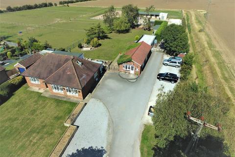 4 bedroom detached house for sale - Main Road, Burton Pidsea, Hull