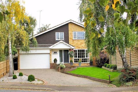 4 bedroom detached house for sale - The Chase, Oaklands, Welwyn AL6 0QT