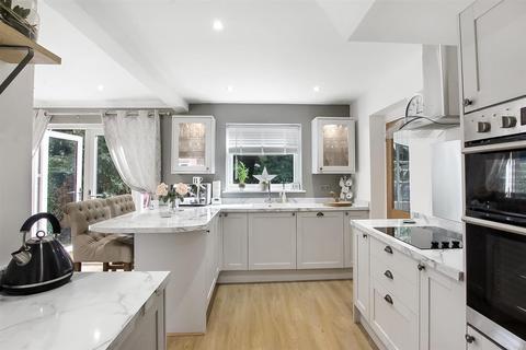 3 bedroom semi-detached house for sale - Carlbury Crescent, Darlington