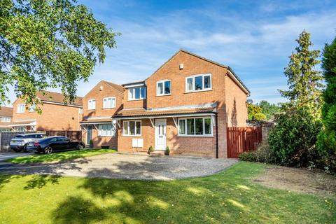 4 bedroom detached house for sale - Dee Close, York