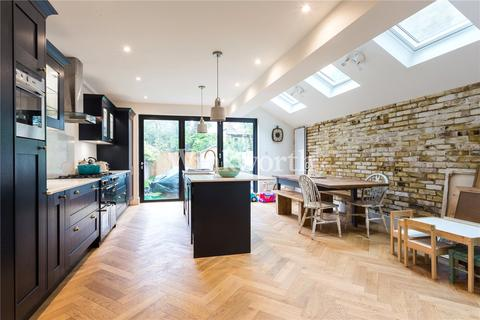 4 bedroom terraced house to rent - Frobisher Road, London, N8