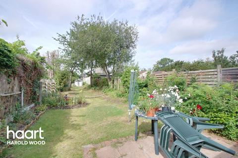 3 bedroom semi-detached house for sale - Straight Road, Romford