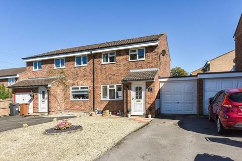 3 bedroom semi-detached house for sale - Poynters Close, Andover