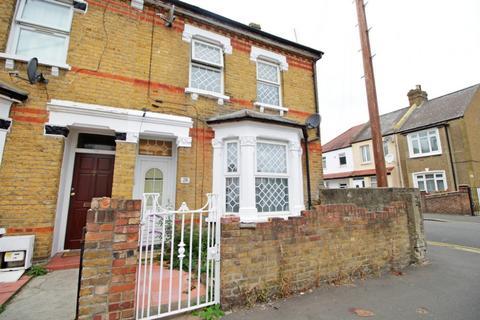 4 bedroom semi-detached house for sale - Nicholes Road,  Hounslow, TW3