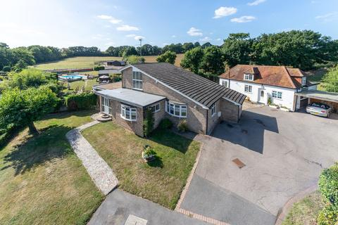 4 bedroom detached house for sale - The Greenway, Runwell