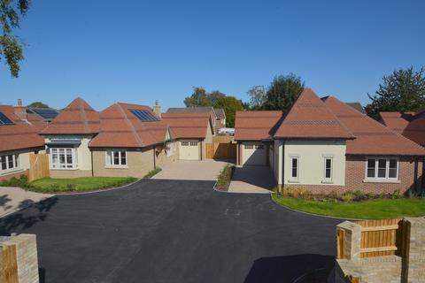 3 bedroom detached bungalow for sale - Gravel Hill, Wimborne