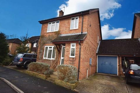 4 bedroom semi-detached house to rent - Renown Way, Chineham